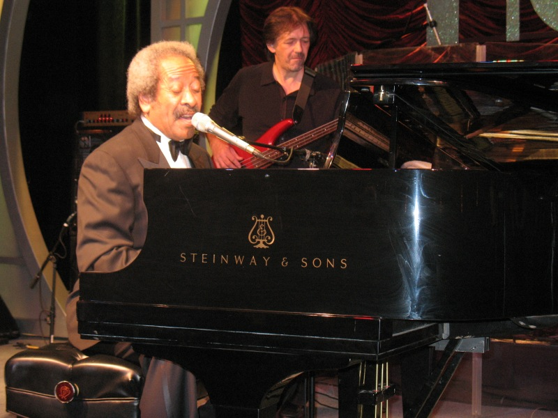 Allen_Toussaint_piano_Roosevelt_Hotel_2009