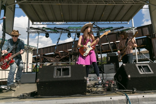 Angela Perley & The Howlin Moons @ Undercurrent Music Festival-16
